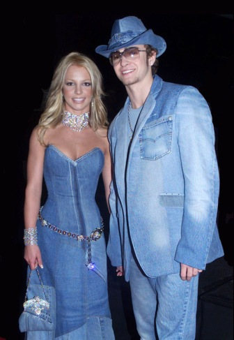Britney Spears e Justin Timberlake no American Music Awards de 2001