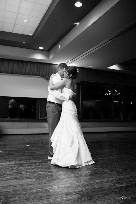 fox-hills-golf-course-trinity-presbyterian-church-wedding-plymouth-michigan-studiosnap-photograpny-weddingbee-airplane-721