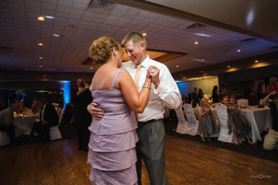 fox-hills-golf-course-trinity-presbyterian-church-wedding-plymouth-michigan-studiosnap-photograpny-weddingbee-airplane-782